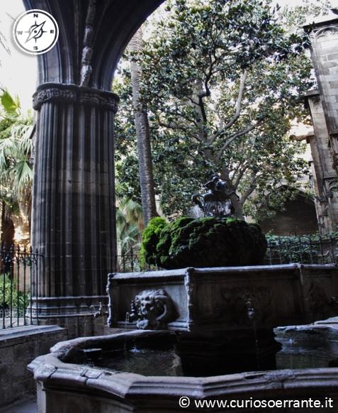 La fonte nel chiostro della cattedrale di Barcellona