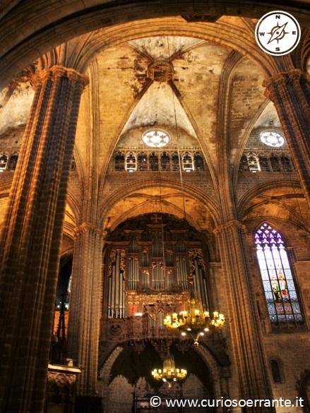 La navata della cattedrale di Barcellona