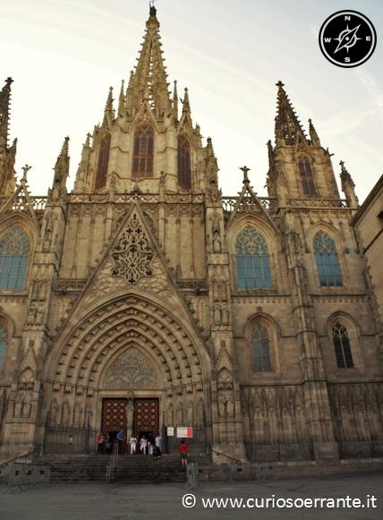 La facciata della cattedrale di Barcellona