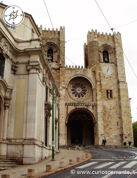 Lisbona - Alfama La facciata della Sé, la cattedrale della città