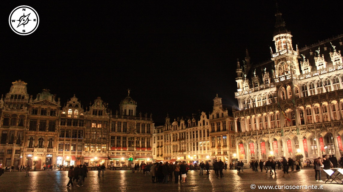 La Grand Place vista di notte