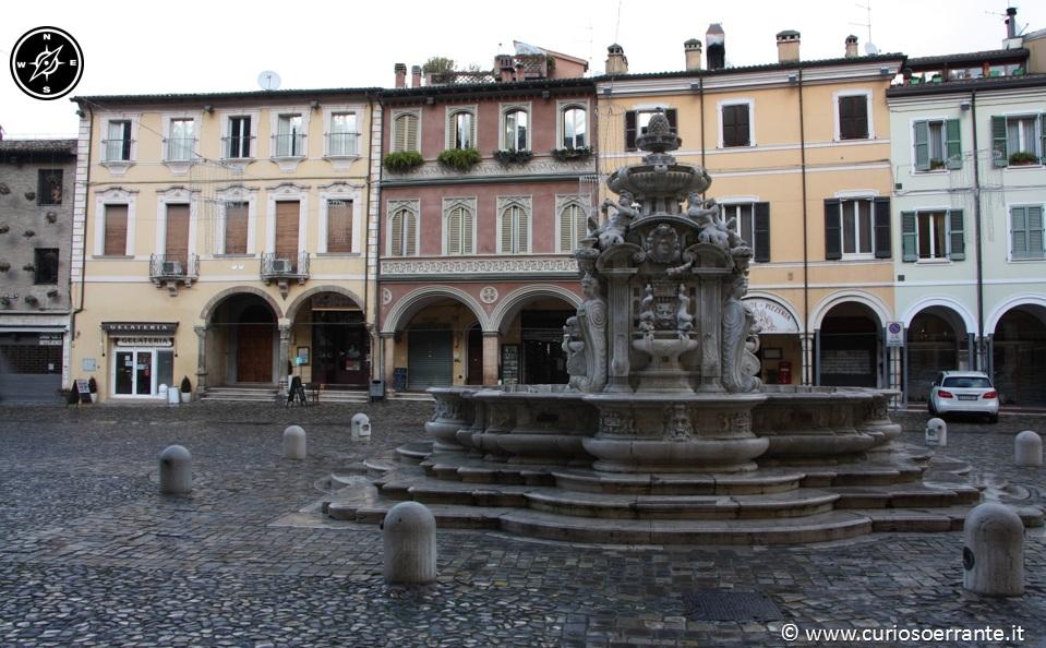 cesena piazza del popolo e fontana masini