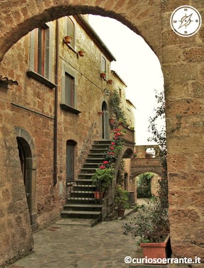 Civita di Bagnoregio - case rustiche nel centro storico 2