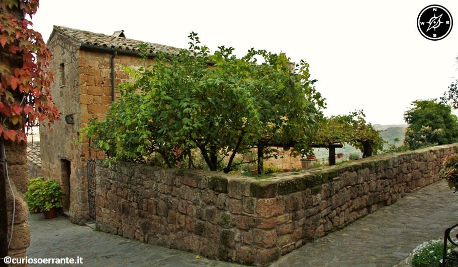 Civita di Bagnoregio - case rustiche nel centro storico