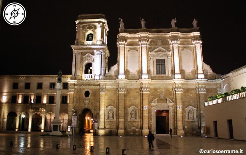 brindisi - piazza del duomo con cattedrale