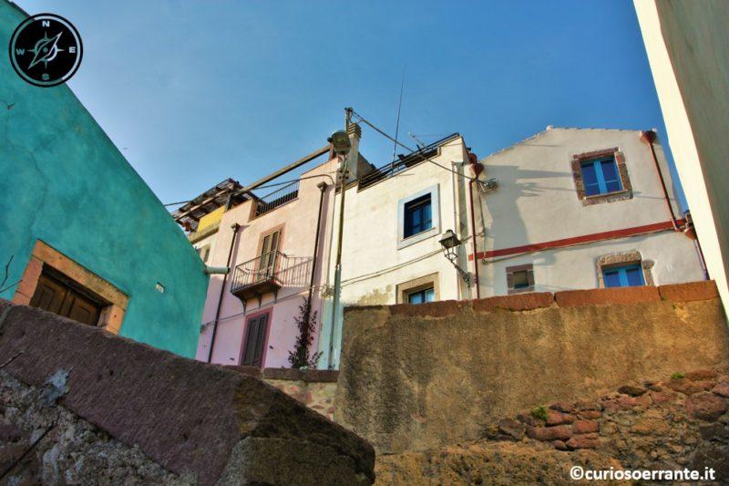 bosa - borgo colorato