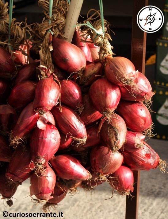 tropea - le famose cipolle rosse di tropea
