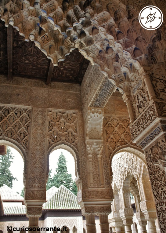 Alhambra - Arcate decorate nel Patio de los leones
