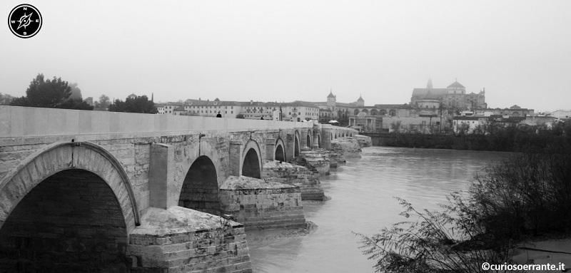 Cordova - Il puente romano con il rio Guadalquivir
