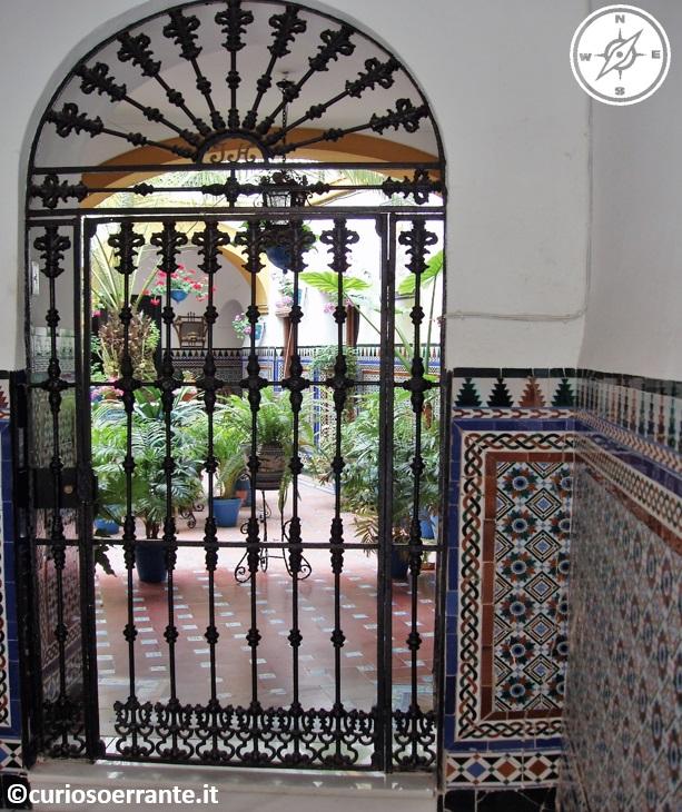 Cordova - Maioliche decorate e ferro battuto