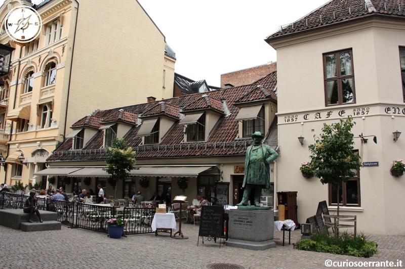 Oslo - Numerosi ristoranti in edifici storici nel vecchio quartiere di Kvadraturen