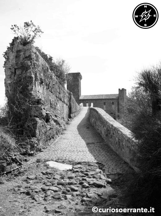 Ponte del Diavolo venendo dal centro etrusco di Vulci