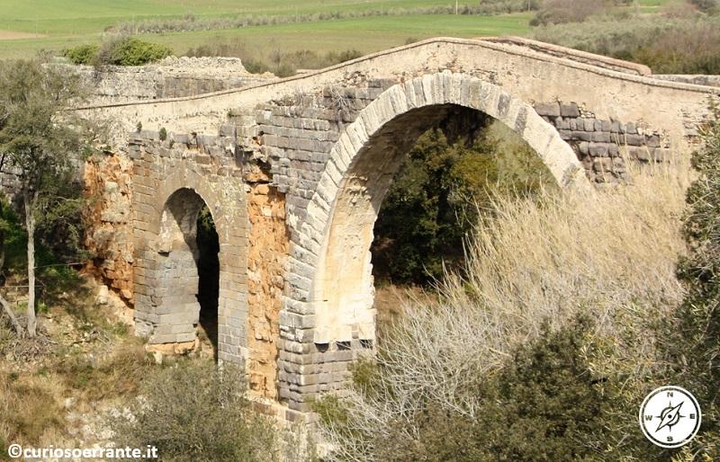 il ponte del diavolo costituito da parti di diverse epoche