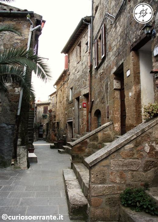 Le case in tufo nel centro di Pitigliano