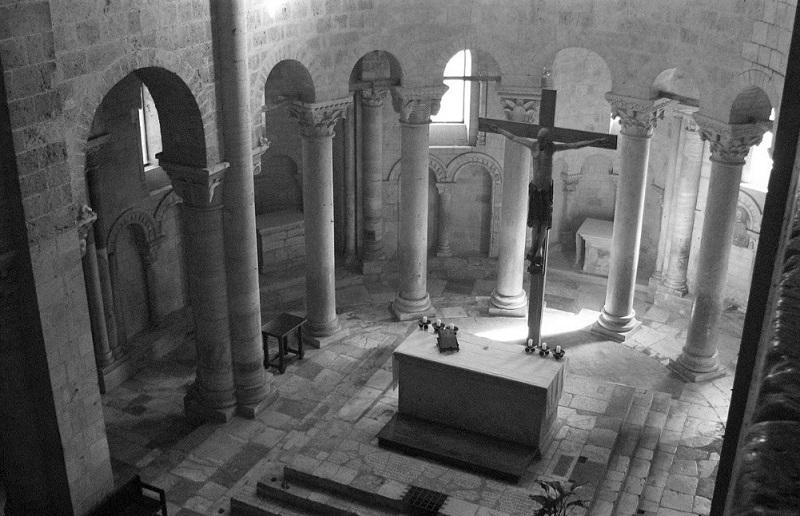 Abbazia di Sant'Antimo in Val d'Orcia - Interno della chiesa romanica