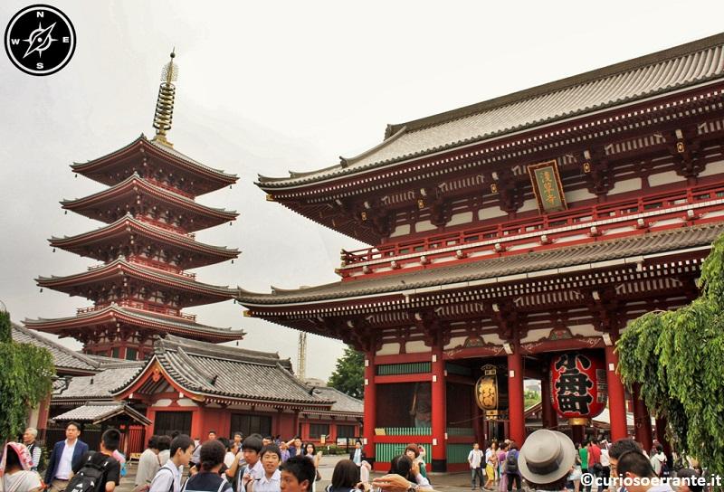 Tempio Senso-ji Tokyo - Porta Hozo-mon con pagoda sullo sfondo