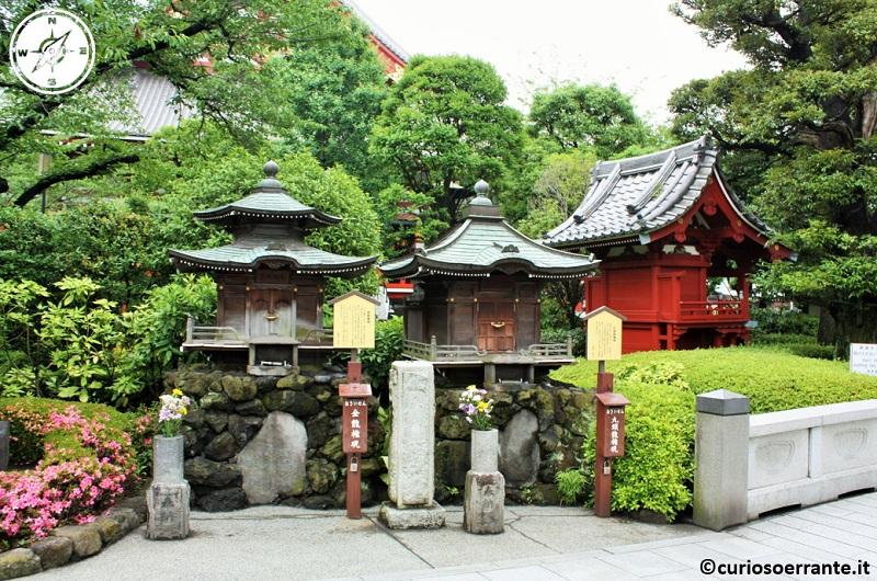 Tempio Senso-ji Tokyo - il complesso ha molte aree verdi