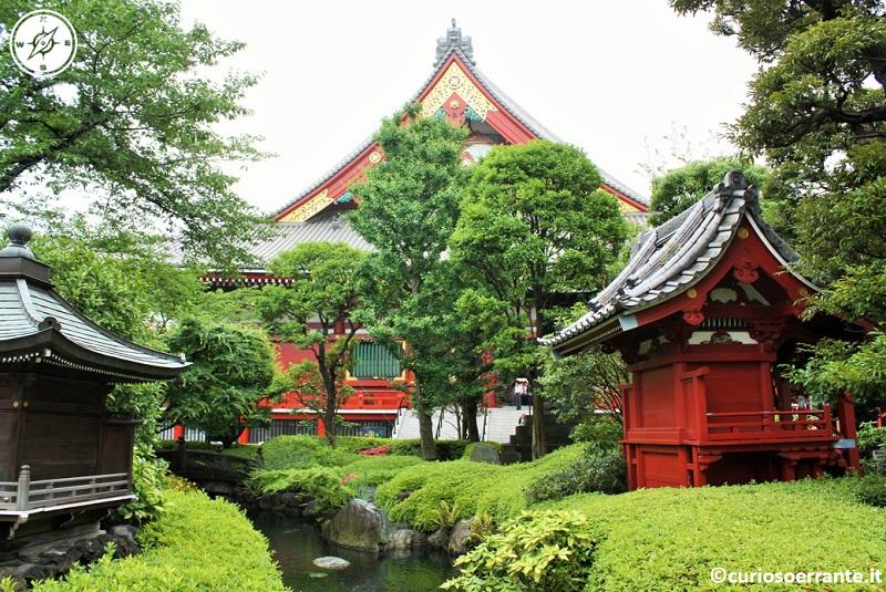 Tempio Senso-ji Tokyo - il giardino interno