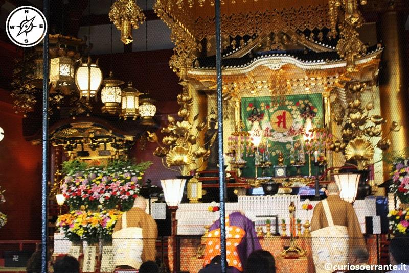 Tempio Senso-ji Tokyo - la sala principale con il santuari della dea Kannon