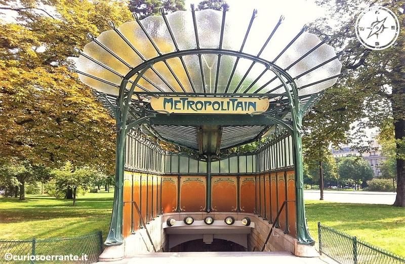 Fermata della metro a Parigi - Hector Guimard