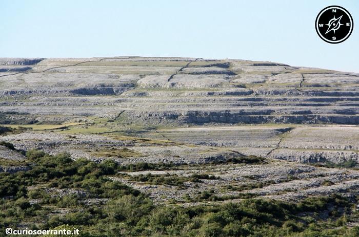 Il Burren - le colline sono formate da strati calcarei di roccia scoperta