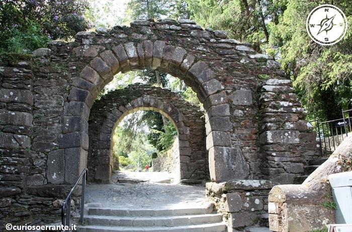 glendalough irlanda - gatehouse porta di ingresso originaria