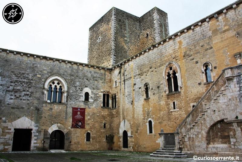 Gioia del Colle - Castello Normanno Svevo cortile centrale