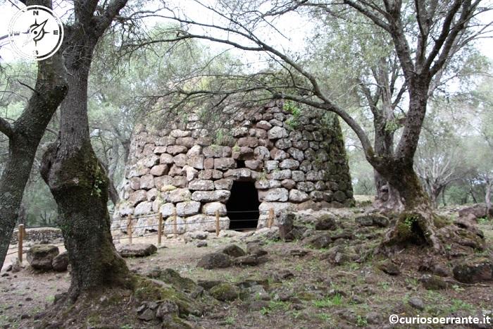 il nuraghe monotorre del villaggio nuragico di Santa Cristina