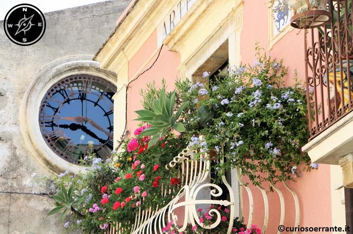 Taormina - La vegetazione cresce verde e rigogliosa