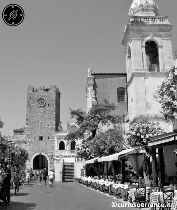 Taormina - Piazza IX Aprile con Torre dell'Orologio (Porta di Mezzo)