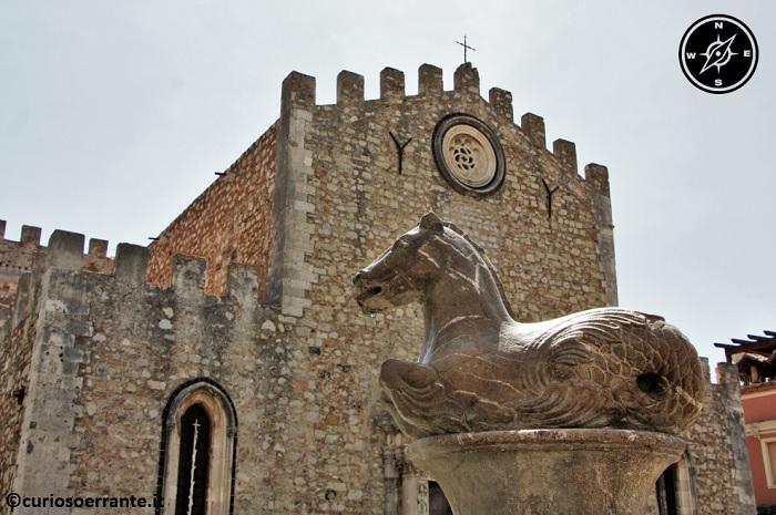 Taormina - particolare della facciata della cattedrale di San Nicolò
