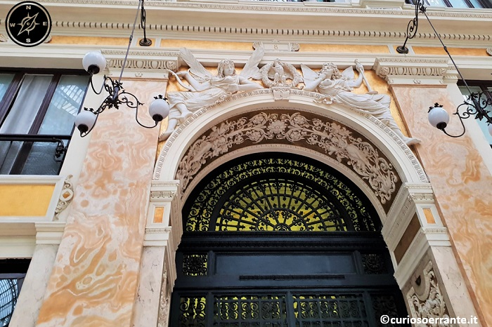 Galleria Umberto I di Napoli - entrata di uno degli stabili