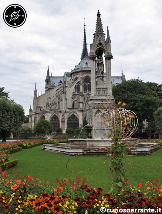 Parigi - Notre Dame - Retro dellal chiesa