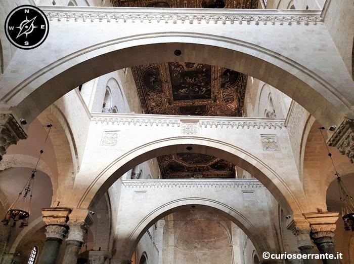 Bari La basilica di San Nicola navata centrale