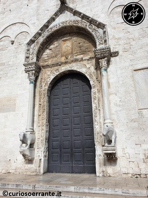 Bari La basilica di San Nicola portone principale