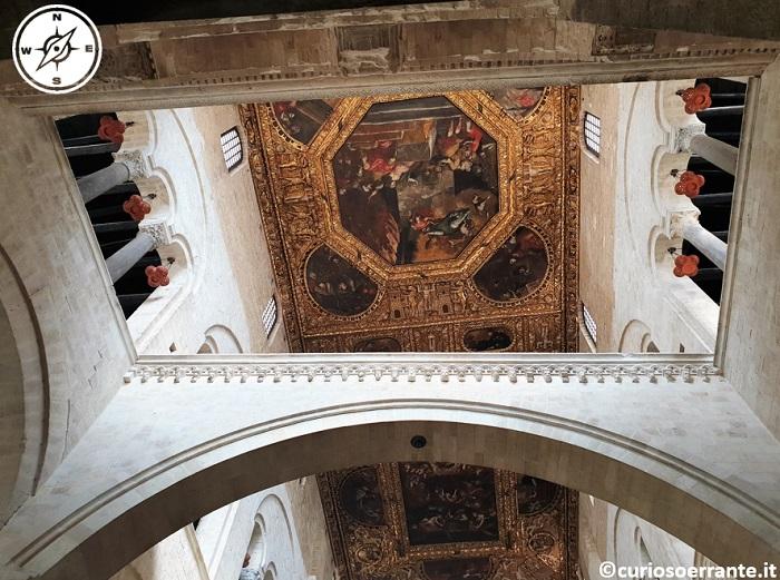 Bari La basilica di San Nicola soffitto affrescato