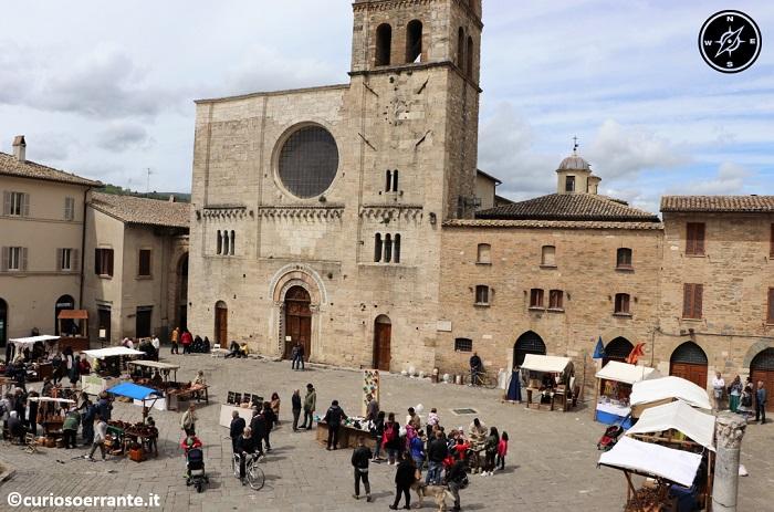 Il Mercato delle Gaite - Bevagna - Piazza Maggiore banchi
