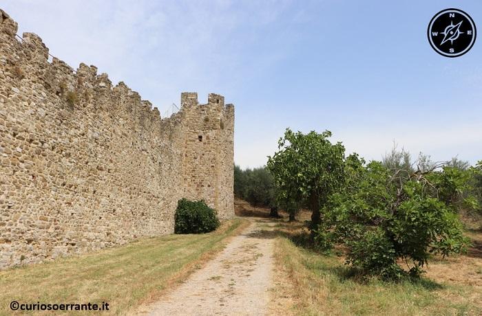 Isola Polvese - Le mura del castello