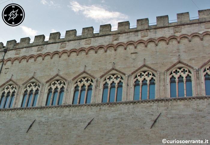 Perugia - Palazzo dei Priori - Travertino