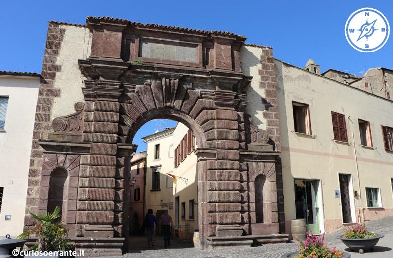 Bolsena - Piazza matteotti - Porta di San Francesco