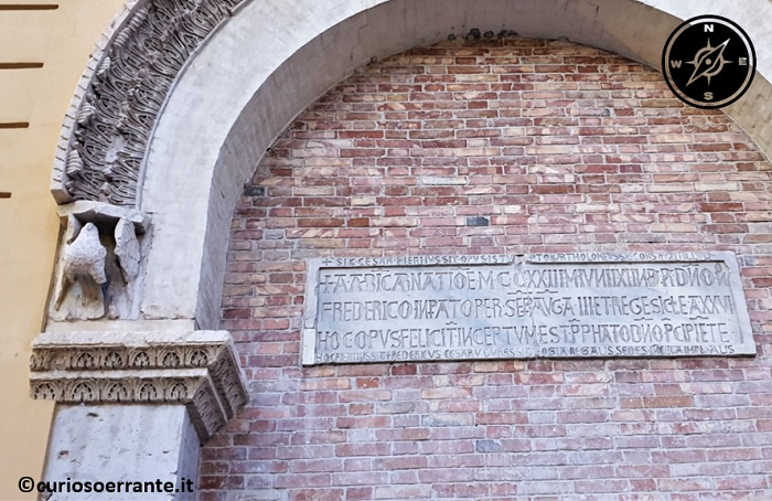 Foggia - Porta di Federico II epigrafe