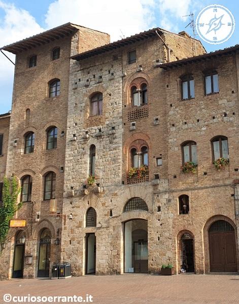 San Gimignano - Casa Silvestrini e Palazzo Razzi in Piazza della Cisterna