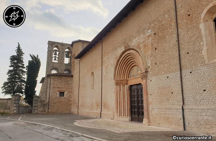 Basilica di Collemaggio - L'Aquila - entrata laterale