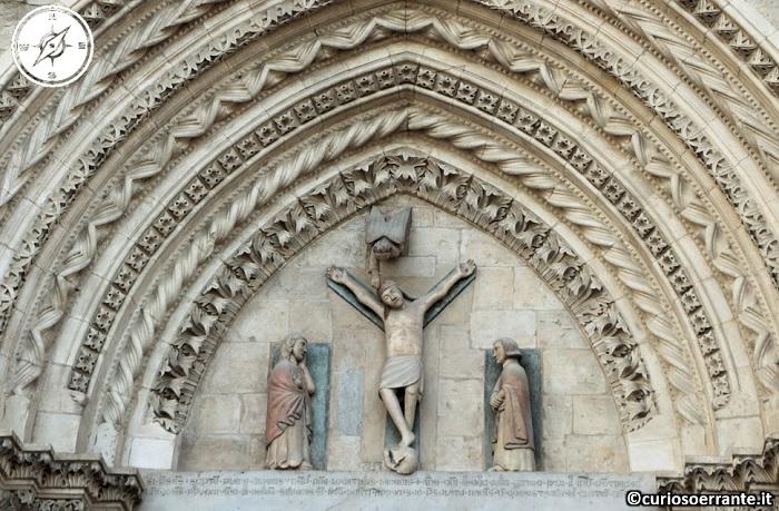 Larino - Decorazioni del portico gotico di San Pardo