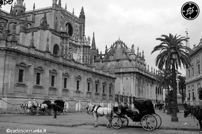 Siviglia - La cattedrale e la plaza virgen de los Reyes