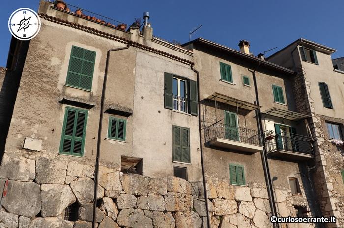 Acropoli di Alatri - Tratto di mura esterne inglobato nelle abitazioni