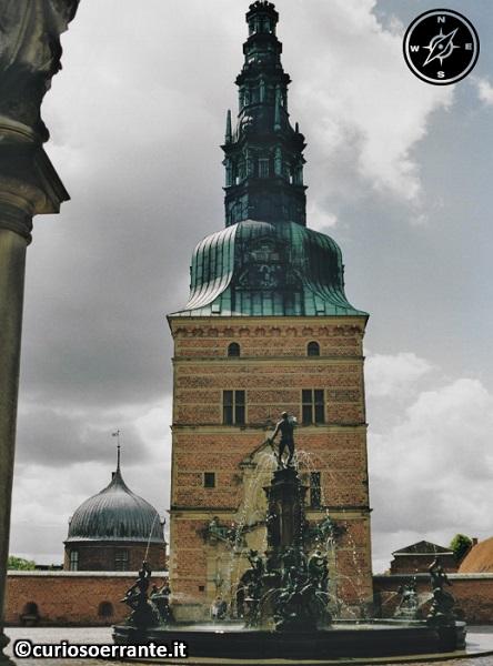 Copenaghen - Castello di Frederiksborg fontana e torretta