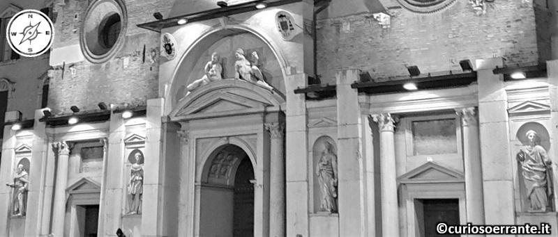 Reggio Emilia - Duomo facciata inferiore con lesene e statue