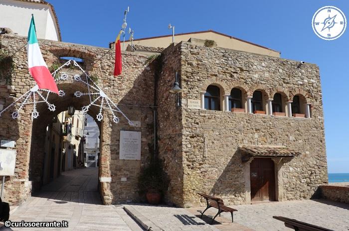 Termoli - porta nuova e la torretta