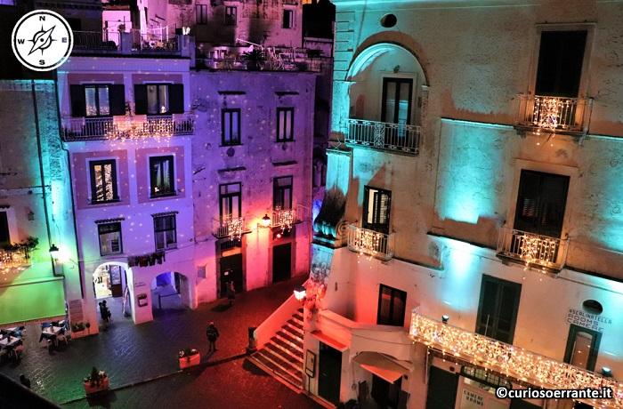 Atrani di notte - Edifici illuminati
